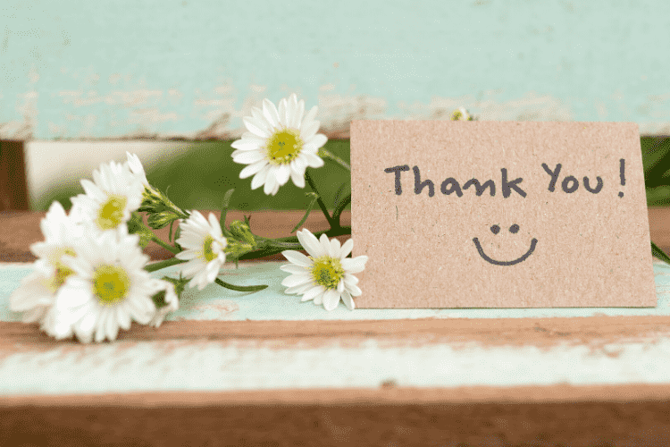 Thank you note next to daisies